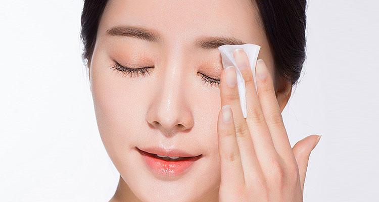 依照油脂及界面活性劑的比例不同,可以分為「油」比例較高的卸妝油、卸妝高、卸妝乳;以及「界面活性劑」比例較高的卸妝凝膠、卸妝陸、卸妝水。