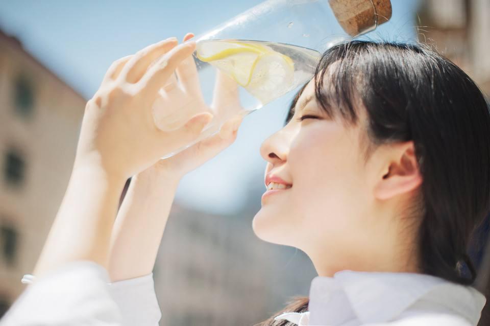 體內攝取足夠的水分、注意防曬並做好保濕,就是唇部保養的關鍵!